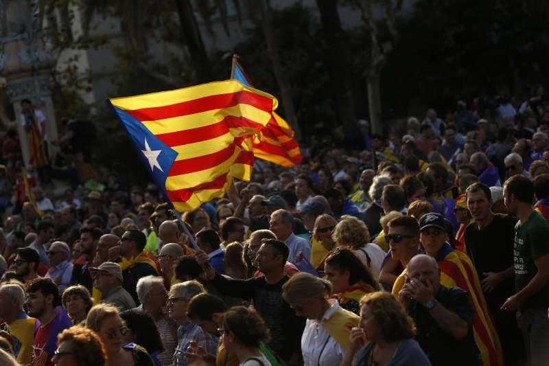 如今歐盟對加泰隆人採取不採不理的態度,甚至落井下石地任由西班牙自行處理;作者認為,本事件最後若不幸地演變成流血衝突的話,歐盟的主政者難辭其咎。(資料照,AP)