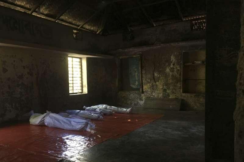 逃往孟加拉途中卻不幸因船難死亡的羅興亞難民。(美聯社)