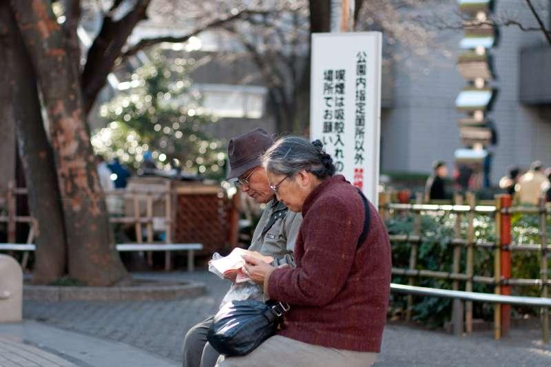 老人到底要吃什麼才營養呢?(圖/HajimeNagahata@flickr)