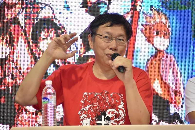 台北市長柯文哲是「破格」「脫套」的能手。圖為柯文哲為《醫院也瘋狂》漫畫站台,說了講了句「心臟都畫得對」的冷笑話。(台北市政府官網)