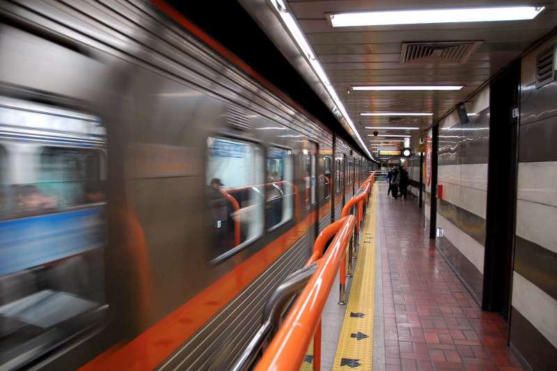 台灣人經常為了捷運上的博愛座議題爭吵,但在韓國,可是更誇張...(圖/LWYang@Flickr)