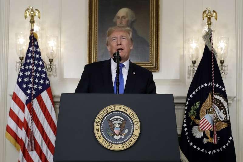 美國總統川普13日表示將拒絕向美國國會證實伊朗遵守伊朗核協議(AP)