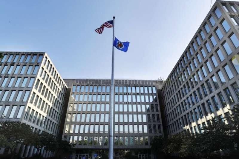 美國政府人事管理局(Office of Personnel Management)大樓。2015年,中國駭客侵入這裡電腦系統,盜取了幾百萬美國聯邦政府僱員的身份信息。有關官員和專家擔心這些數據可以為日後很多年的間諜招募提供某種路線圖。(美國之音)