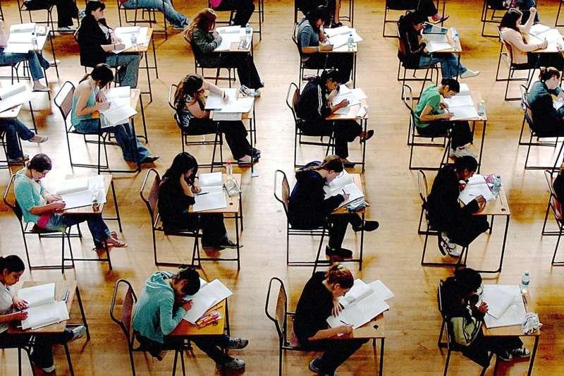 在英國的中小學調查報告中,發現華裔學生考試成績遙遙領先。(BBC中文網)
