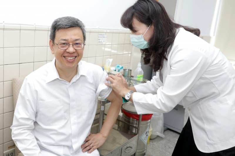 副總統陳建仁在臉書上發文,說自己已經接種流感疫苗了,希望符合資格的民眾也能前往,接種疫苗是預防流感最好的方式。(取自陳建仁臉書)