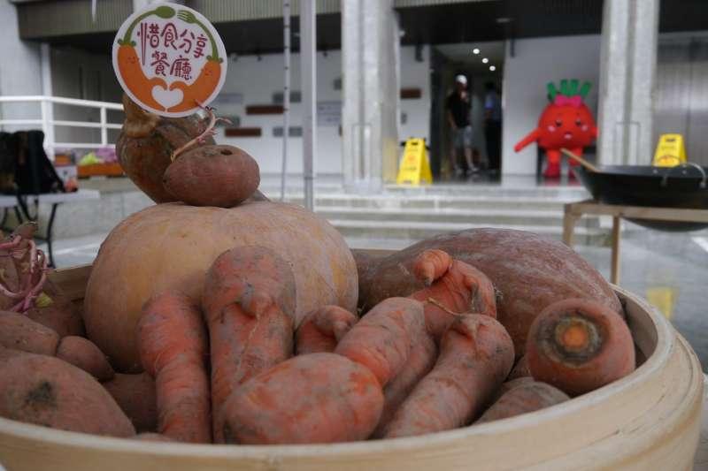 世界糧食日,新北拯救蔬果免被丟垃圾桶,圖為蔬果格外品(NG醜蔬果)。(圖/新北市農業局提供)