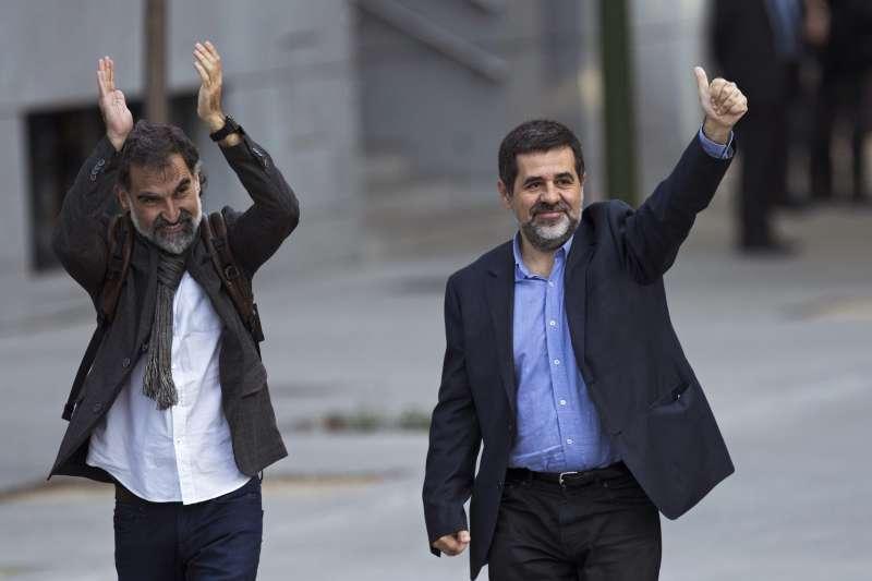 西班牙法院下令監禁加泰隆尼亞獨派人士庫伊薩特(左)和桑契茲(AP)