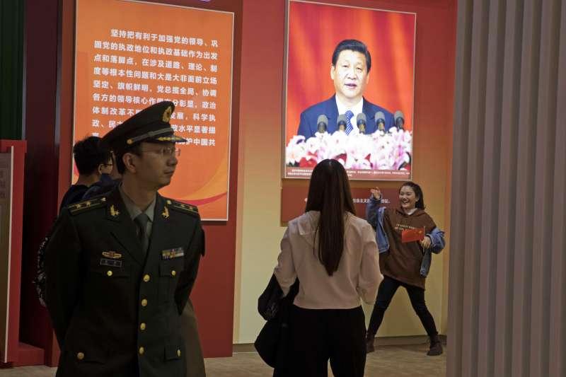 作者認為經濟自主權、思想自主權、兩岸自主權,中國政府對台灣三權均失,蔡英文總統的布局困住了習丕平。(美聯社)