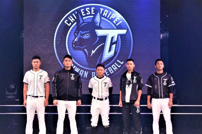 亞冠賽台灣代表隊服亮相,台灣黑犬的logo驚艷網友。(圖/CPBL 中華職棒@facebook)