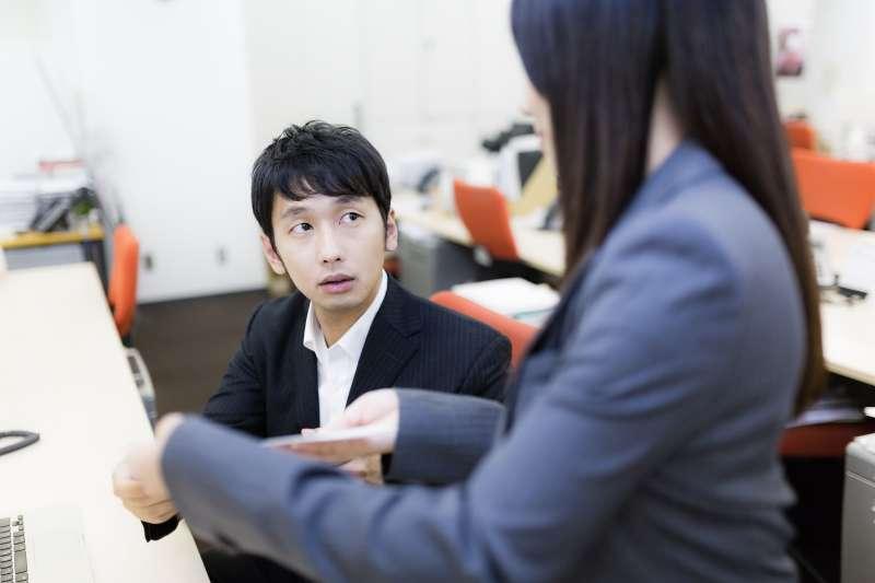 要想說服一個有焦慮情緒的老闆,最重要的就是給他安全感。(圖/すしぱく@pakutaso)