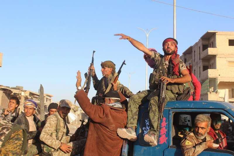 以庫德族為主力、受到美國支持的「敘利亞民主軍」已攻陷位於敘利亞北部的伊斯蘭國(IS)「首都」拉卡(AP)
