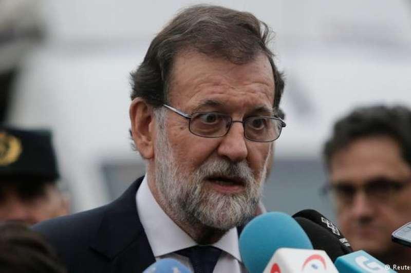 西班牙首相拉霍伊(Mariano Rajoy)威脅將收回加泰隆尼亞自治權。(德國之聲)