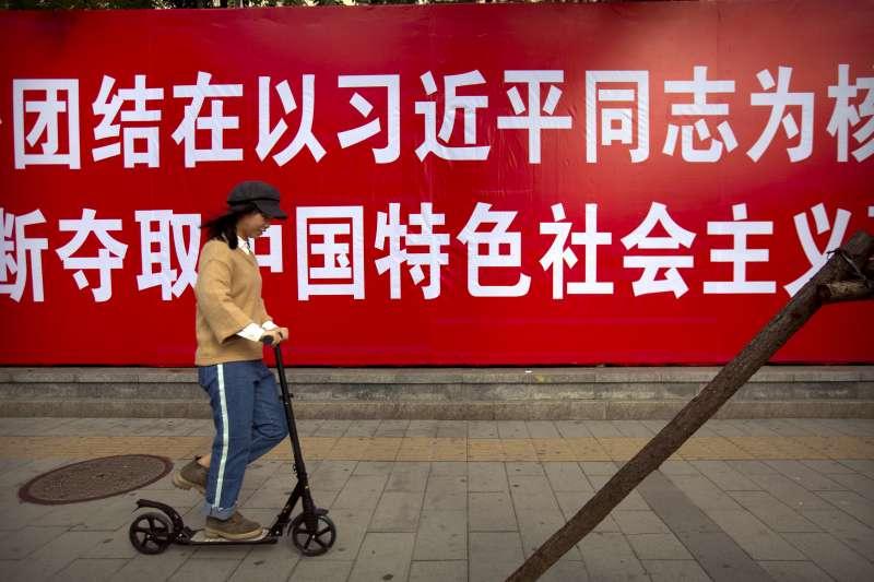 作者認為,中共想效法新加坡這個華人國家的威權模式。(資料照,AP)
