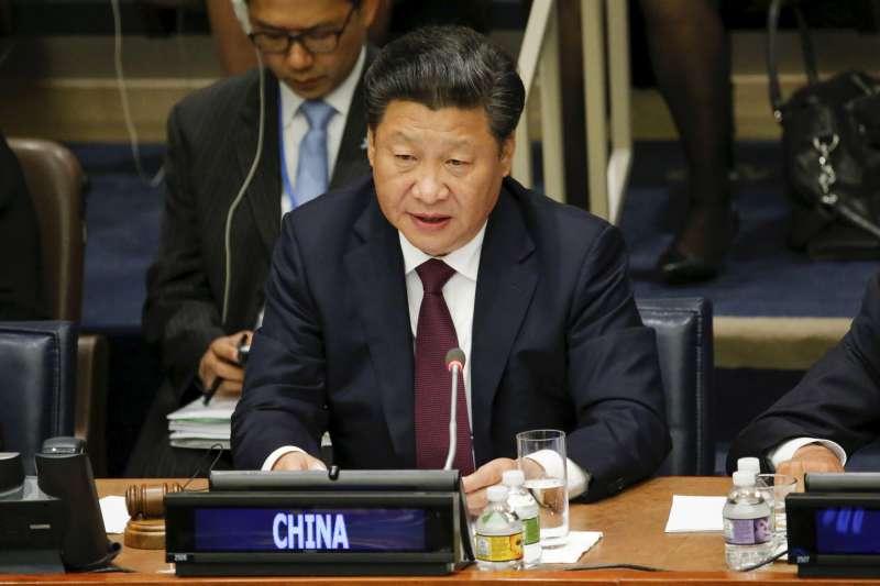 習近平上任後打壓女權言論與運動,2015年他出席「全球婦女峰會」引發爭議批評。(美聯社)
