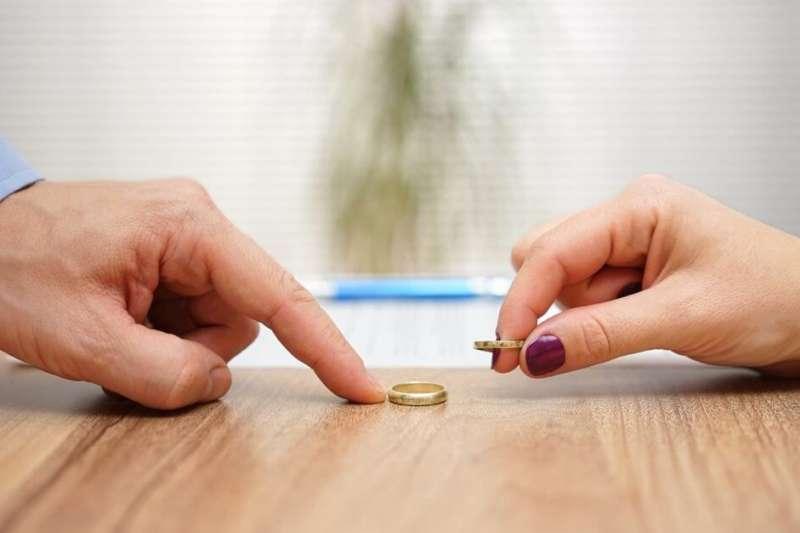 雖說離婚容易但是後續的手續和權力歸屬卻很錯綜複雜(圖/avvo.com)