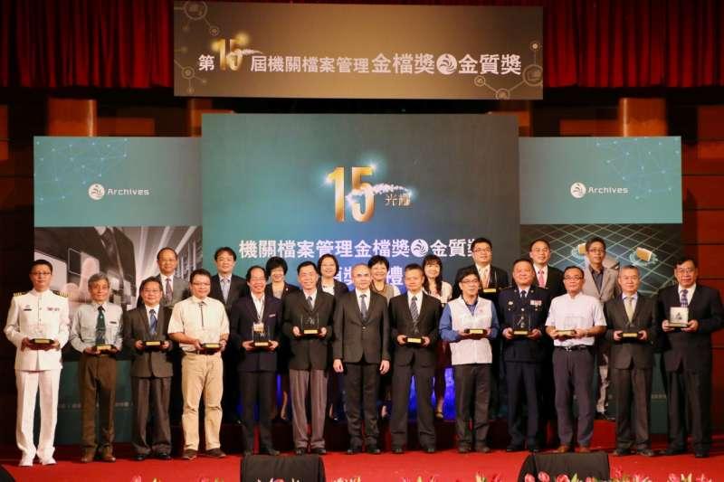 高雄市政府新聞局榮獲第十五屆金檔獎。(圖/高雄市新聞局提供)