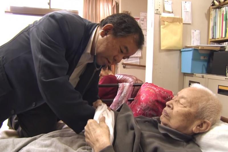 參考日本在宅醫療經驗,台灣的醫療模式也漸漸走向改革一途。(示意圖非本人/翻攝自youtube)