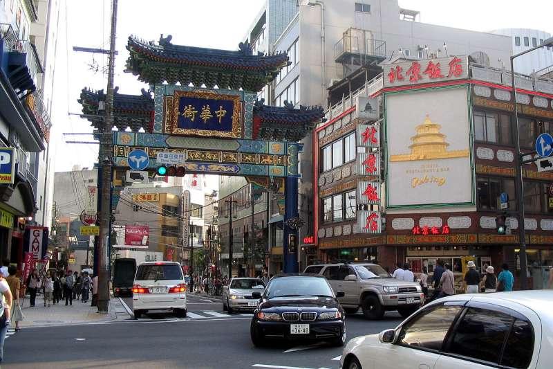 橫濱中華街的朝陽門(東門)。(Gorgo@wikipedia/public domain)