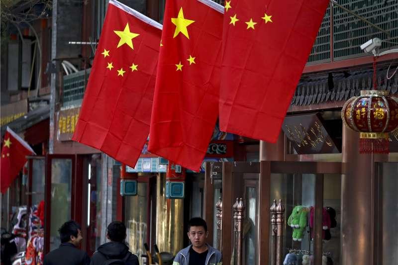 清華大學教授許章潤保衛改革開放,作者感嘆中國知識份子連三尺講台都保衛不了。圖為中共十九大(AP)