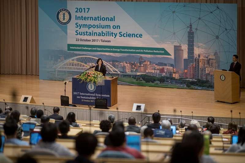 2017-10-22-總統蔡英文出席中研院「2017永續科學國際研討會」開幕式 02。(總統府提供)