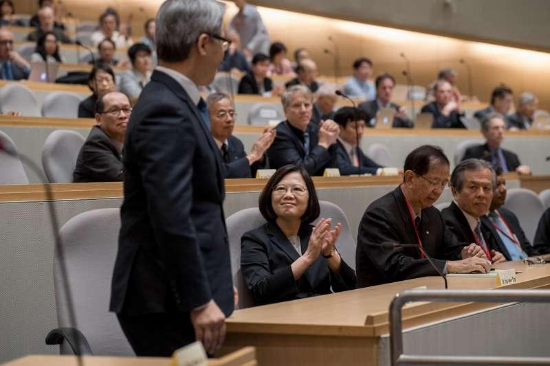 總統蔡英文22日出席「2017永續科學國際研討會」開幕式,表示台灣雖非聯合國成員,但已做好能源轉型準備。(總統府)