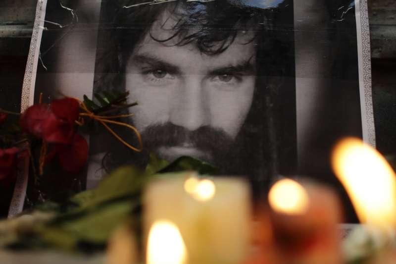 阿根廷原住民人權鬥士馬多納杜失蹤數月,遺體終於被尋獲。阿根廷期中選舉也於22日落幕。(美聯社)