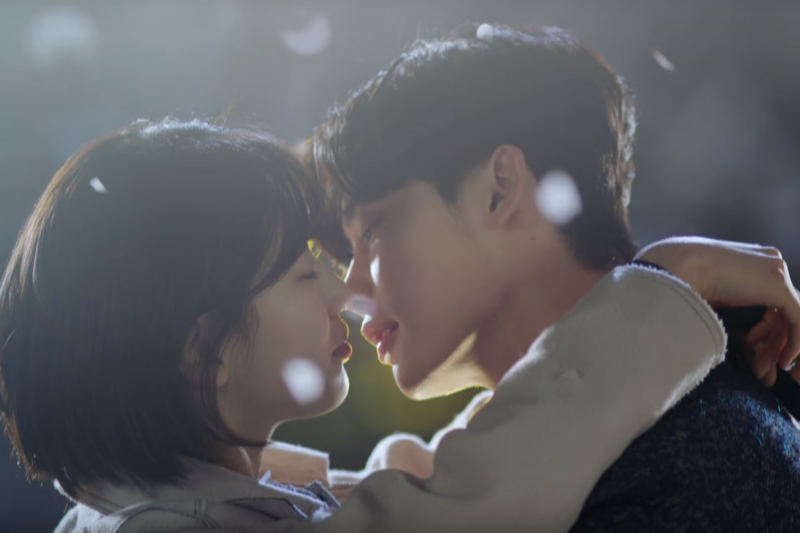 韓劇《當你沉睡時》講述女主角有著可以透過夢境預知未來的能力。(圖/翻攝自youtube)