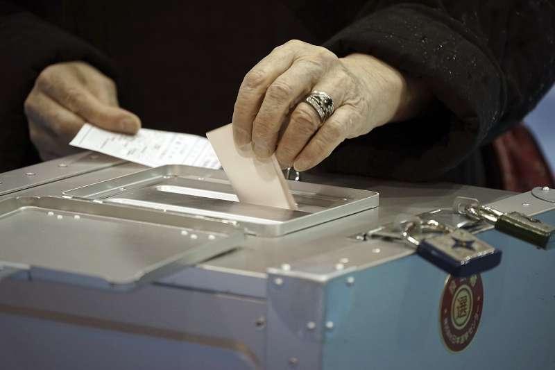 九合一選舉即將於11月24日舉行,下一代幸福聯盟代中選會徵選務人員,只要年滿20歲、69歲(含)以下,均可向各地區公所、鄉鎮市公所報名。(資料照,美聯社)