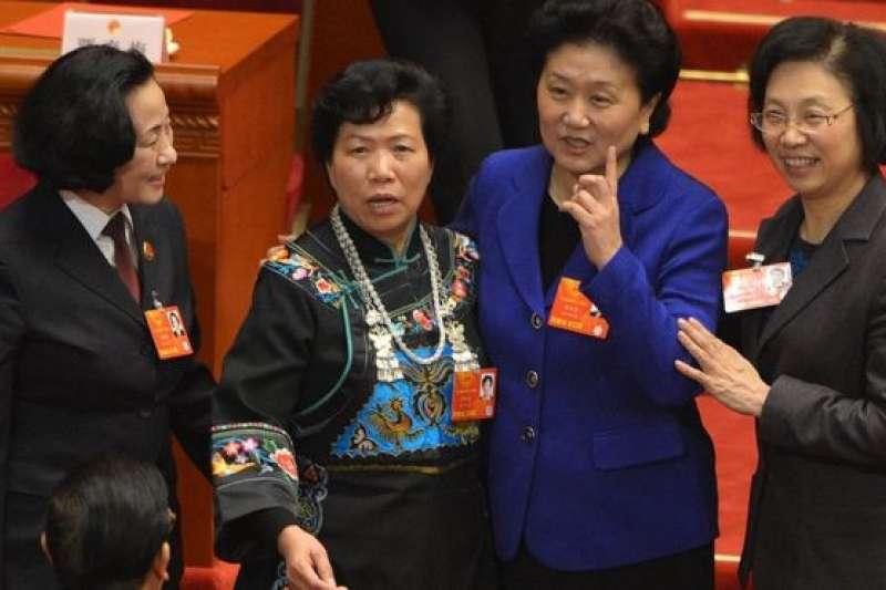 2013年3月16日,人民大會堂中的四位女性人大代表。(BBC中文網)