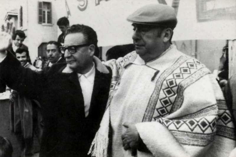聶魯達(右)與時任總統阿葉德。(Biblioteca del Congreso Nacional@Wikipedia / CC BY 3.0)