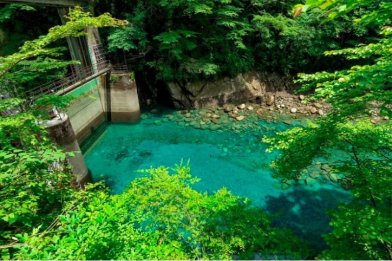 從東京都市中心前往湧津溪谷,只要2小時左右,正好適合想要利用一日遊尋幽訪勝的旅客。(圖/ZEKKEI Japan)