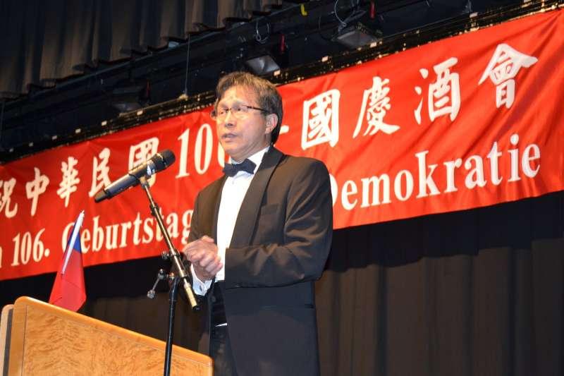 對於駐德大使謝志偉今年在國慶酒會中掛的紅布條疑雲,行政院長賴清德強調將再釐清。(取自駐德國代表處)