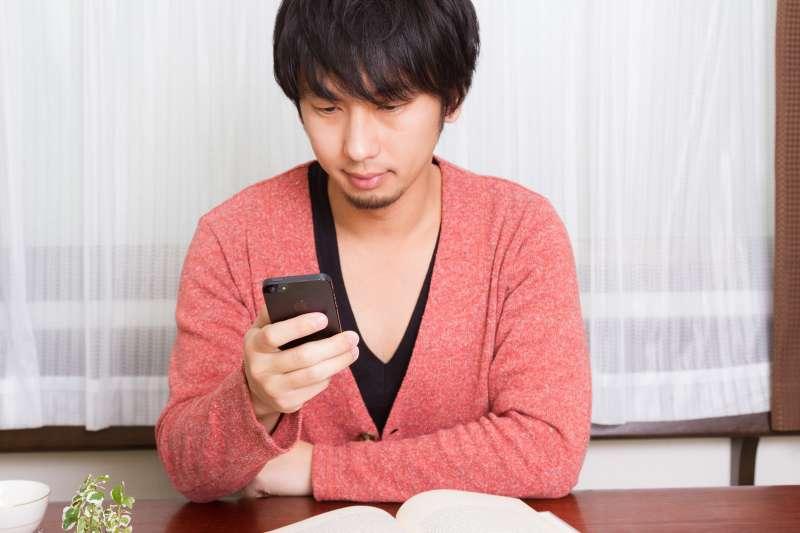 臉書Facebook跨足餐飲服務,推出全新「點餐」功能。(圖/すしぱく@pakutaso)