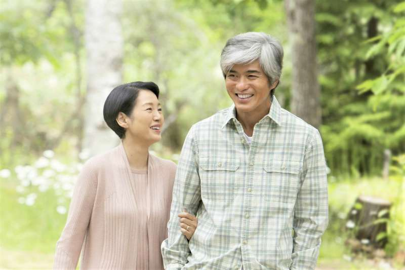 除了結婚、離婚,你知道婚姻還有第三種選擇嗎?日本的卒婚,讓老夫老妻找回昔日甜蜜。(圖/wowwow@facebook)