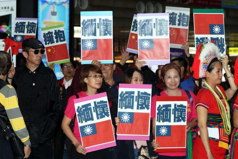 20171025-中華統一促進黨舉辦「慶祝台灣光復節期待台灣二次光復」活動,下午在台北車站登場,以快閃歌舞的方式,表達訴求。(蘇仲泓攝)