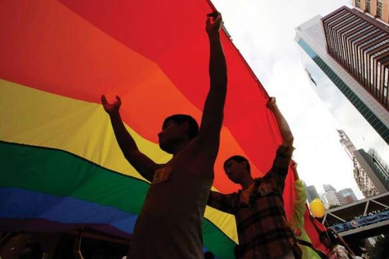 大法官在2017年5月作出釋字第748號解釋,認為現行法令未保障同性婚姻是「違憲」。因此即使九合一大選愛家三公投過關,憲法仍是最高層次,不得牴觸。(資料照,AP)