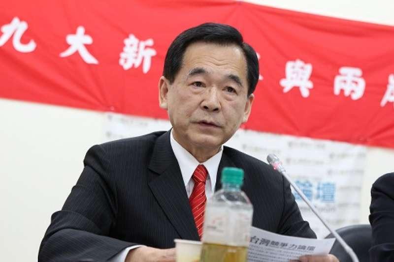 東森房屋董事長、台北市商業會理事長王應傑,今(26)日出席台灣競爭力論壇記者會時,因為「賤民說」遭到網友撻伐。(台灣競爭力論壇提供)