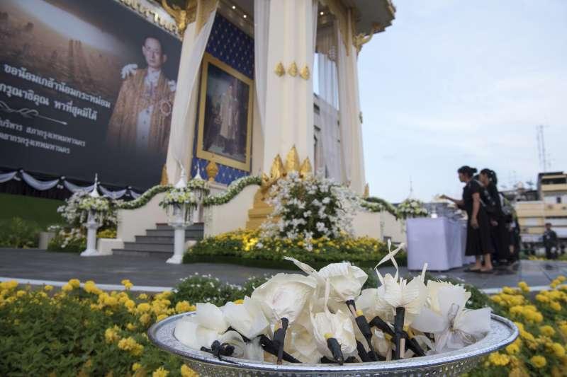 26日是泰國先王蒲美蓬移靈與火化的日子(AP)