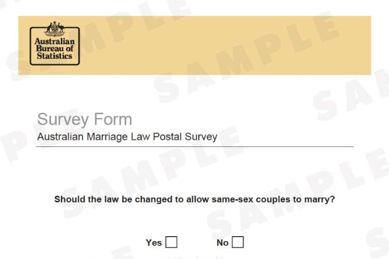 澳洲針對同性婚姻應否合法化舉行通訊投票,選票上的問題是「你是否贊成修法容許同性伴侶結婚?」(ABS)