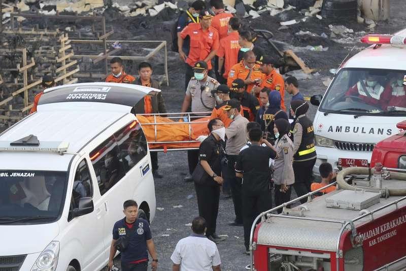 印尼首都雅加達近郊的唐格朗(Tangerang)地區,26日驚傳煙火工廠爆炸,目前無台人受傷。(美聯社)