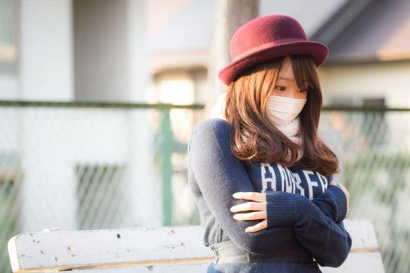 秋天一直咳嗽,原來還有分「乾咳」和「濕咳」2種。(圖/すしぱく@pakutaso)