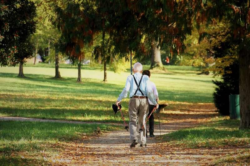 目前國內列冊獨居老人中,平均每4人即有1人是中低收入者。(資料照,取Pixabay)