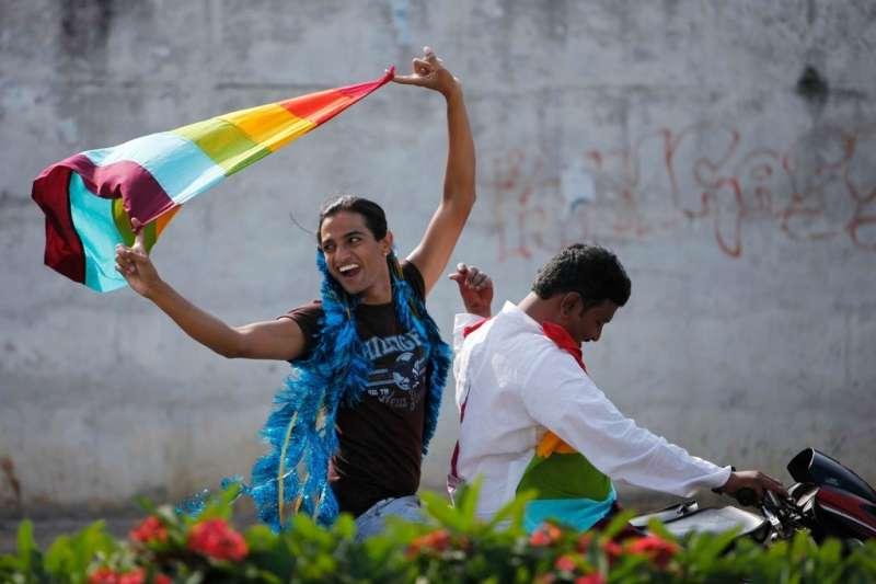 印度果阿邦首度舉辦同志遊行,圖為海德拉巴同志遊行的參與者(AP)