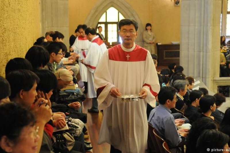 儘管中國官方提倡無神論,但是專家們認為,近些年來中國國內各類宗教團體的數量呈增長趨勢。中共試圖加強對信仰的控制。忠於國家被放置首位。(德國之聲)
