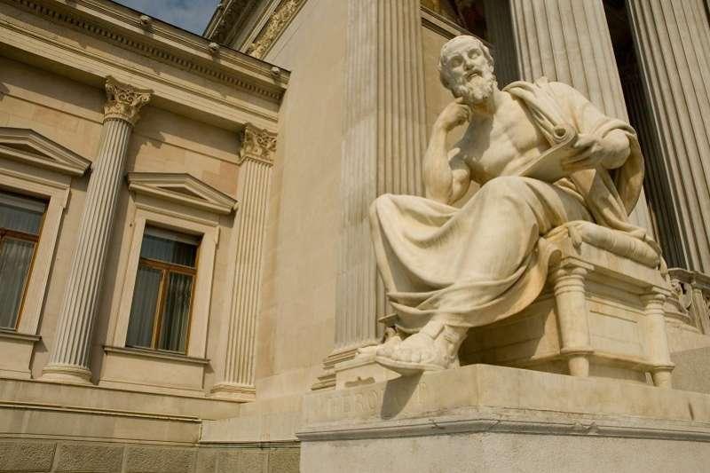 高等教育面臨「空心化」的危機,人文思想系所甚至可能「打烊」。