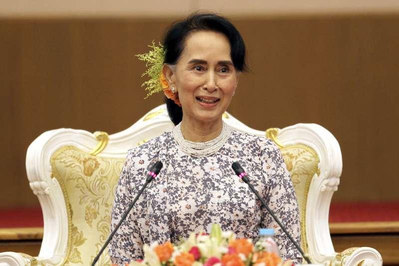 緬甸政府實際領導人翁山蘇姬自今年8月羅興亞危機爆發以來首次深入衝突地區。(AP)