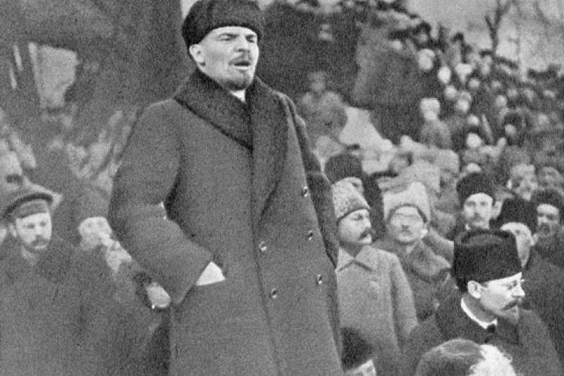 1919年演說中的列寧。(維基百科公有領域)