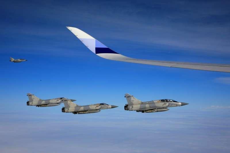 蔡英文總統10月28日出訪南太平洋友邦國家,空軍4架幻象戰機執行伴飛總統專機任務(總統府)