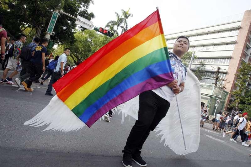 立法院17日將討論同婚專法,民進黨立院黨團到前一天還在討論法案是否包括「結婚」字眼,圖為台灣同志遊行Taiwan LGBT Pride盛大登場(AP)