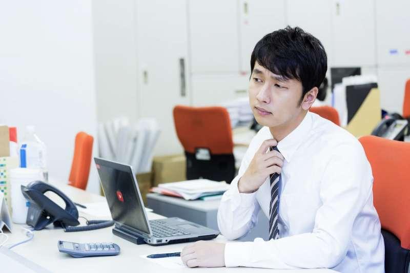 你正在做的工作,未來很有機會將被約聘人員、時薪人員取代。(示意圖非本人/pakutaso)